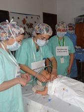 Alunos do primeiro ciclo conhecem enfermeiros do bloco operatório do HSA