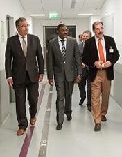Cônsul de Angola visita HSA e conhece projeto de internacionalização da saúde