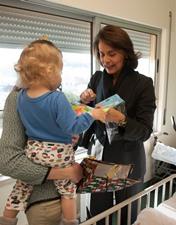 Deputadas de Leiria oferecem sorrisos e presentes às crianças internadas na Pediatria do CHL