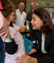 Teresa Morais distribui livros e mimos aos pequenos utentes da Pediatria